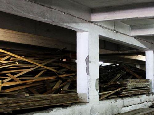 Tunnel on ground floor where wood is sorted and bundled